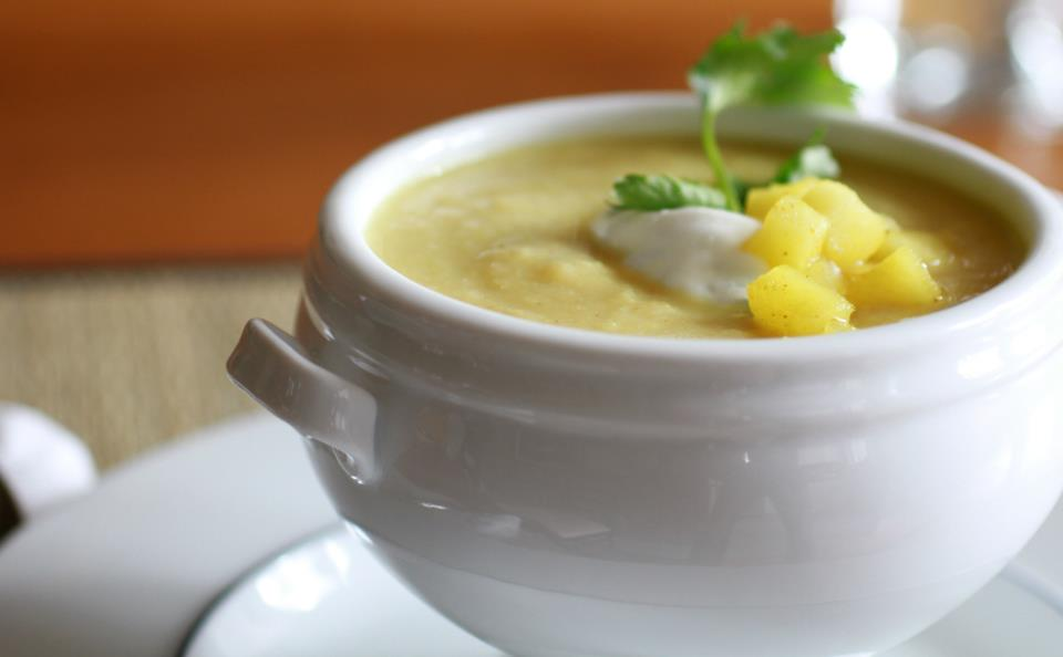 cauliflower and apples soup