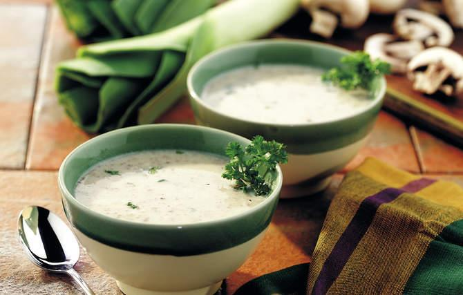 Leek and mushrooms soup