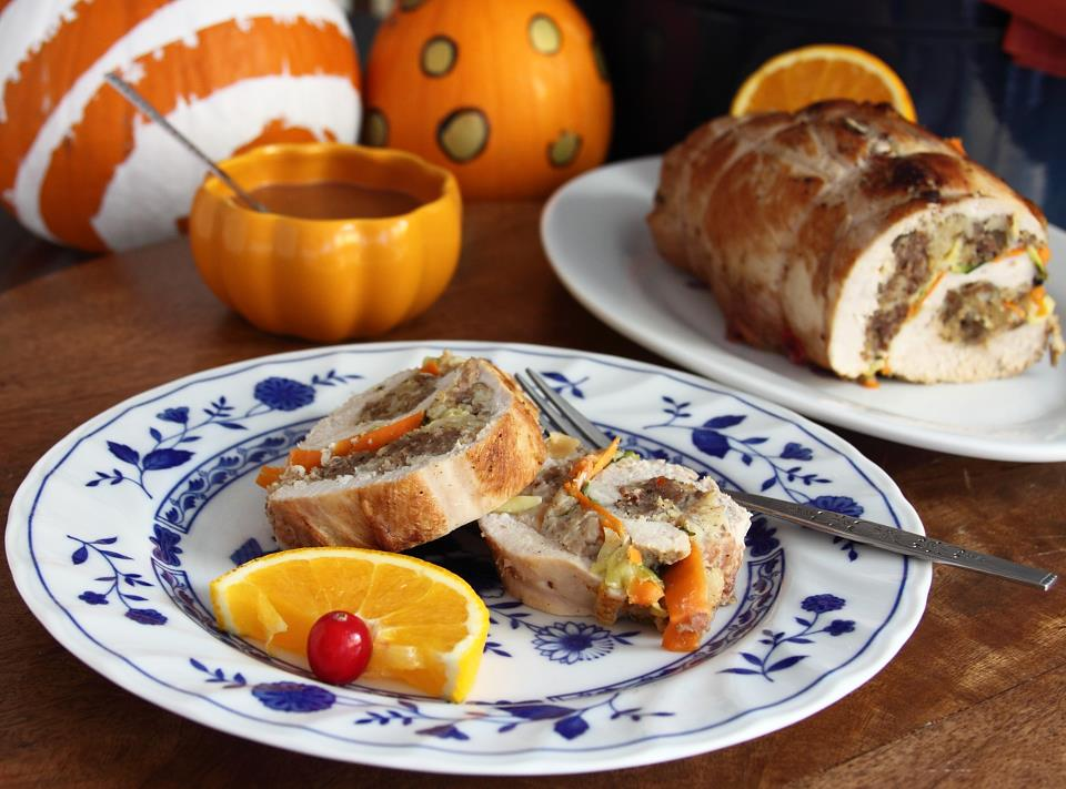 Stuffed turkey rolls with pine nuts